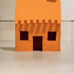 LaureTixier_Plaid House, 2008, feutre orange,  140 x 80 x 205  cm , courtesy galerie Polaris Paris, photo © Blitz-Tim Leconte 2009