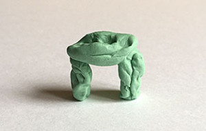 Dolmentransport, porcelaine, 1 x 2,5 x 2,5 cm, 2015