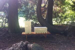 Les ruches (tour, barre), 2015 Faïence émaillée miel à l'intérieur, blanc à l'extérieur, bois 45 x 20 x 20 cm et 20 x 20 x 45 cm